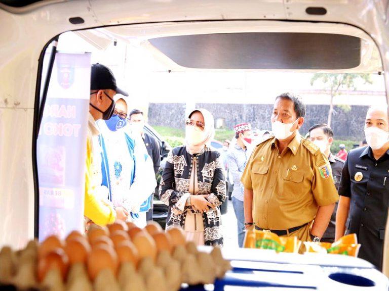 Ibu Riana Sari Arinal Buka Bazar Takjil Ramadhan 2021 di ...